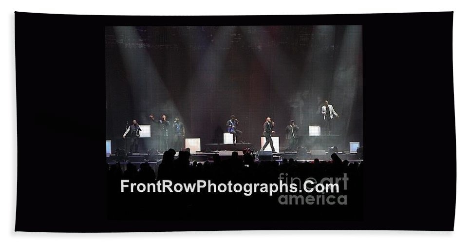 A Cappella Bath Sheet featuring the photograph Naturally 7 by Concert Photos