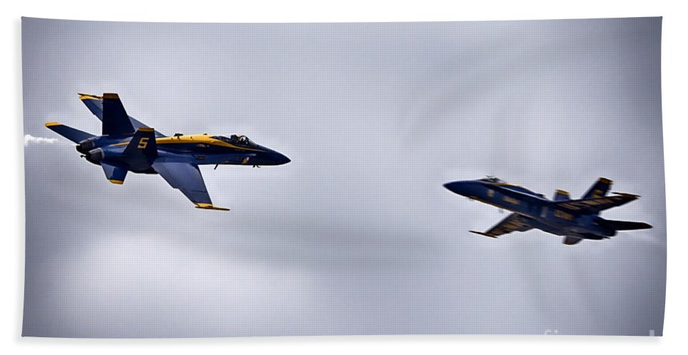 2014 Fort Worth Air Expo Hand Towel featuring the photograph Near Miss by Douglas Barnard
