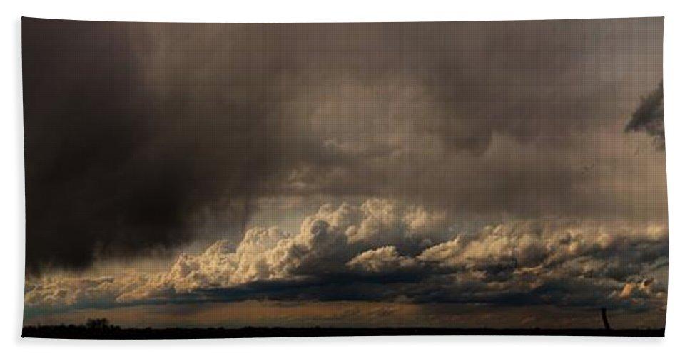 Stormscape Bath Sheet featuring the photograph Nebraska Storms A Brewin by NebraskaSC