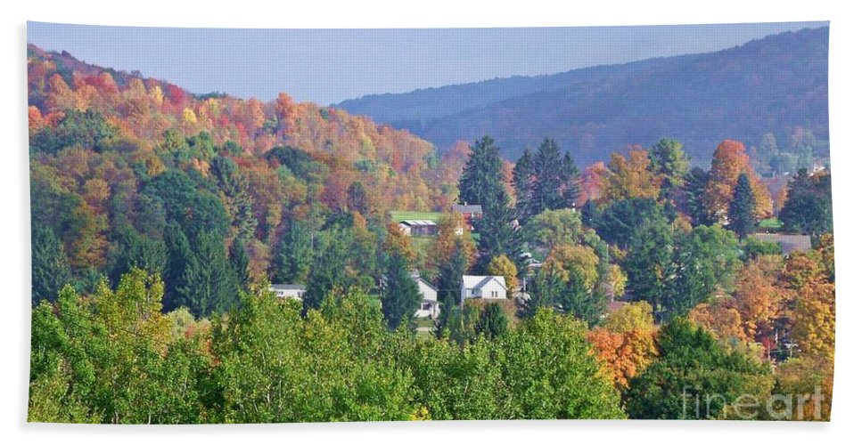 Western Ny State Hand Towel featuring the photograph Nesting In The Hills by Christian Mattison