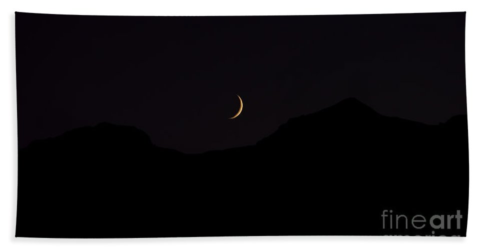 Colorado Mountains Hand Towel featuring the photograph Never Summer Range Moonset by Jon Burch Photography