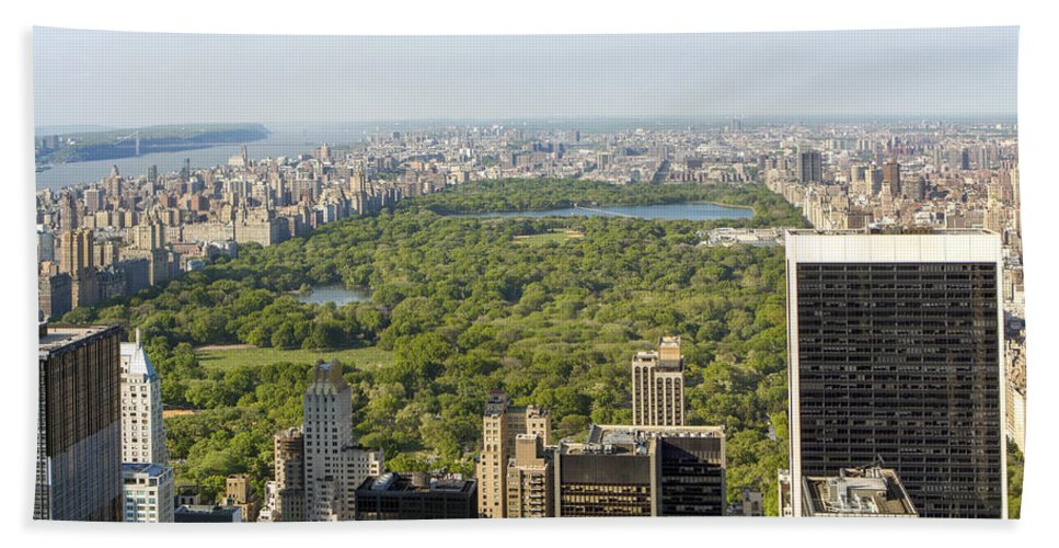 New York City Bath Sheet featuring the photograph New York City by Nir Ben-Yosef