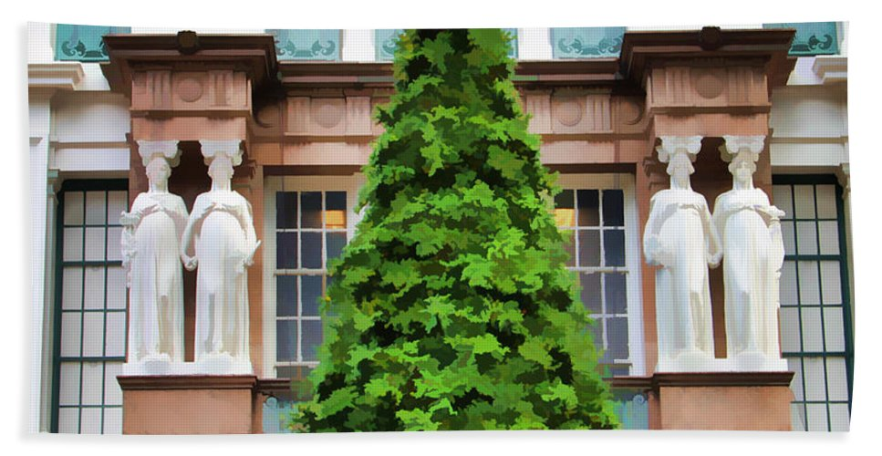 Christmas Tree New York City Bath Sheet featuring the photograph New York Tree by Alice Gipson
