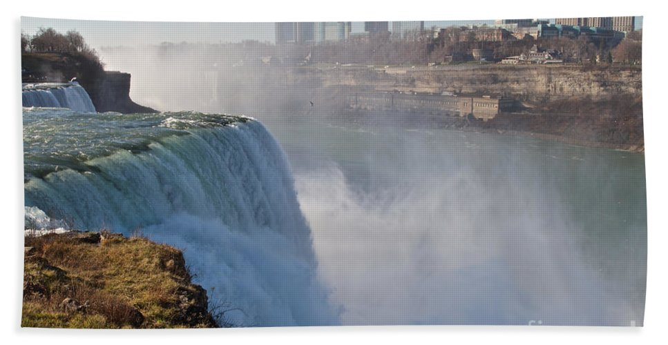 Hand Towel featuring the photograph Niagara Falls by William Norton
