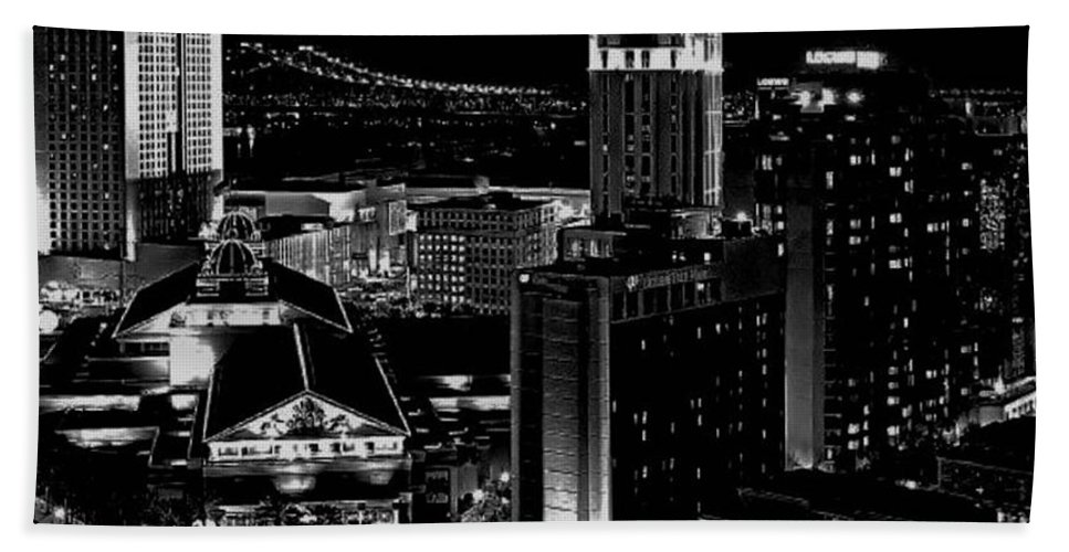 Black And White Hand Towel featuring the photograph Nola By Nite by Robert McCubbin