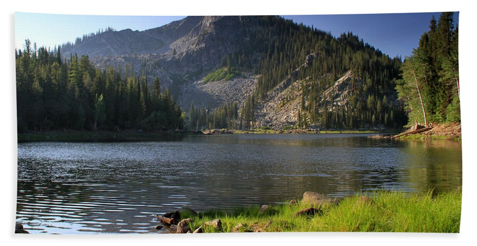 Idaho Hand Towel featuring the photograph North Face Of Jughandle Mountain by Ed Riche