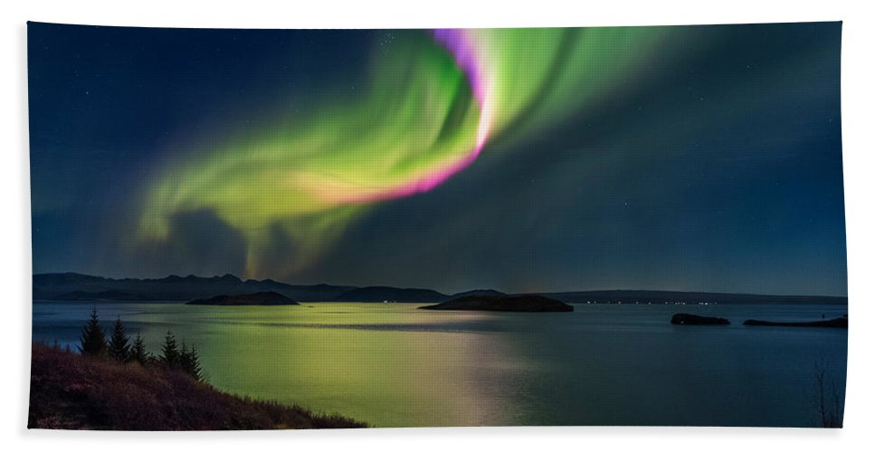 Photography Hand Towel featuring the photograph Northern Lights Over Thingvallavatn Or by Panoramic Images