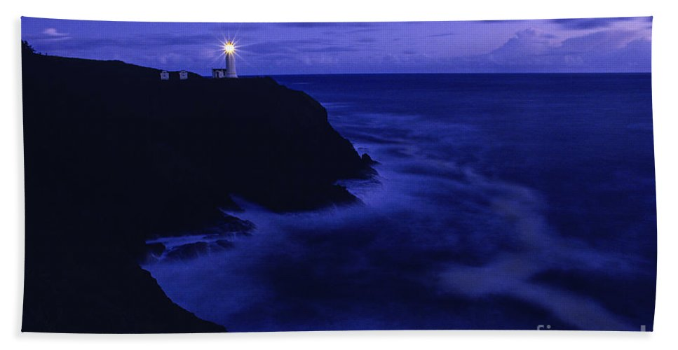 Landscape Hand Towel featuring the photograph Northhead Ilwaco Lighthouse Washington Coastline by Jim Corwin