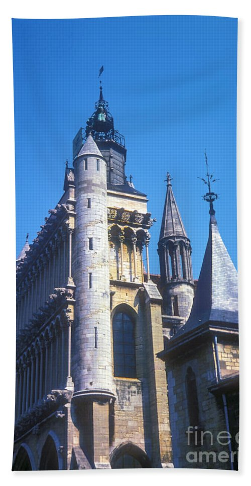 Dijon France Building Buildings Notre Dame Church Churches Structures Structure City Cities Cityscape Cityscapes Bath Sheet featuring the photograph Notre Dame De Dijon by Bob Phillips