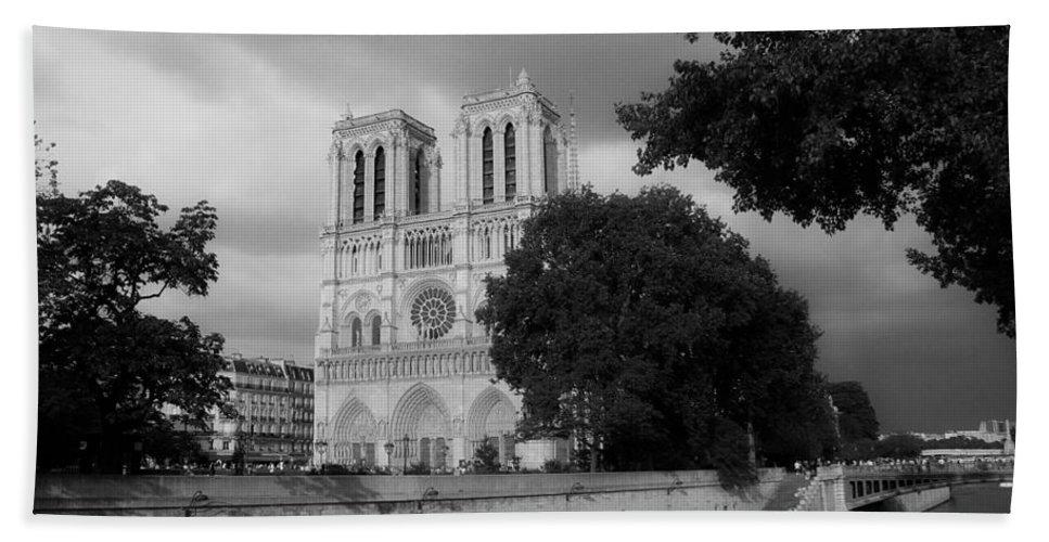 Paris Bath Sheet featuring the photograph Notre Dame De Paris 2b by Andrew Fare