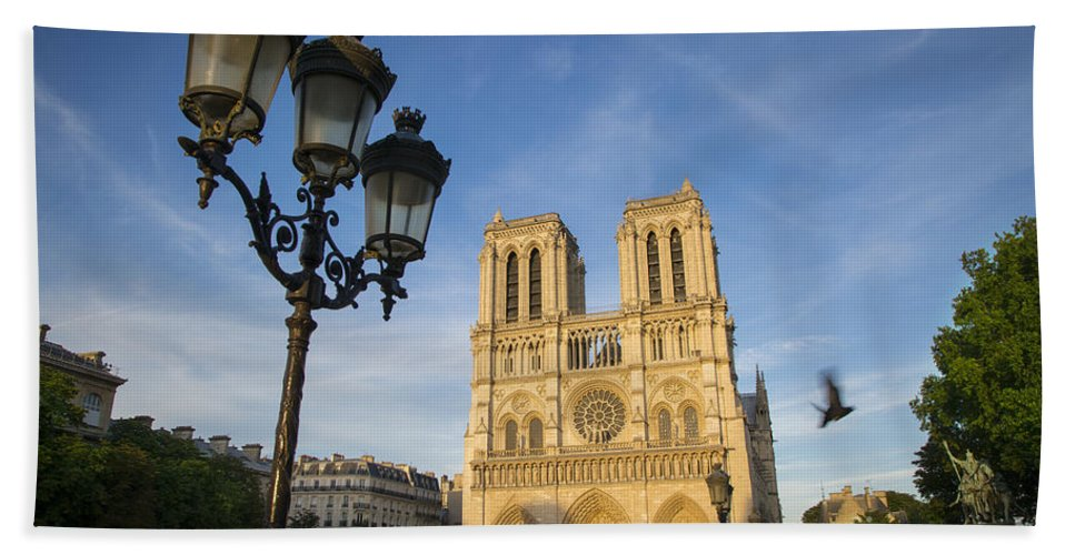 Cathedral Bath Sheet featuring the photograph Notre Dame Tourists by Brian Jannsen