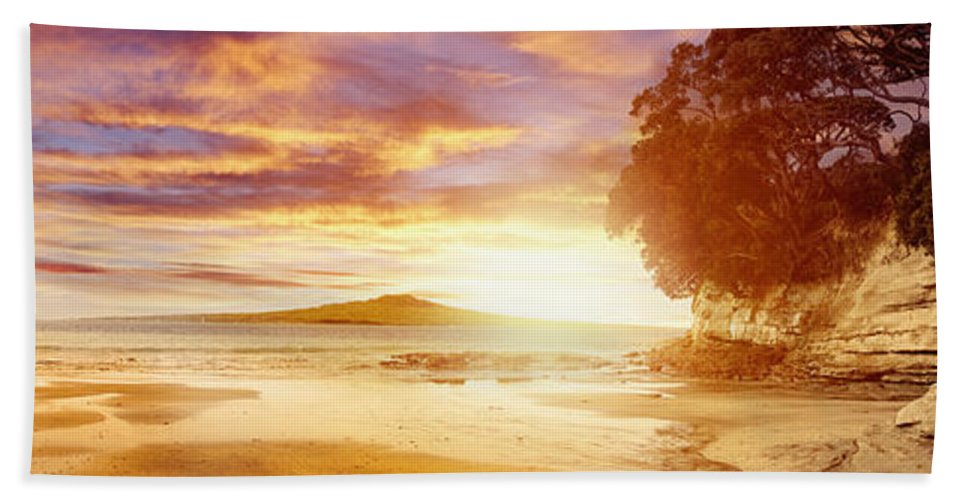 Beach Hand Towel featuring the photograph Nz Sunlight by Les Cunliffe