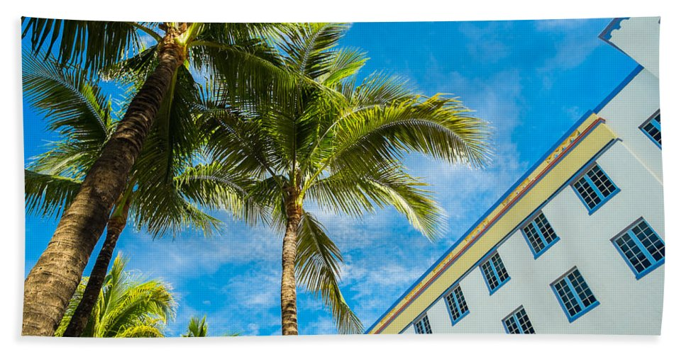 Architecture Bath Towel featuring the photograph Ocean Drive by Raul Rodriguez