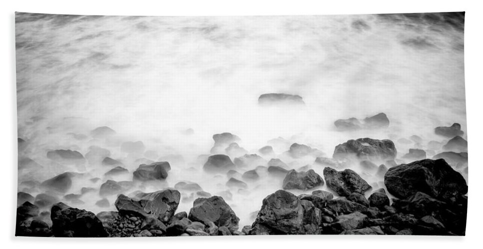 Ocean Hand Towel featuring the photograph Ocean Waves by Fabrizio Troiani