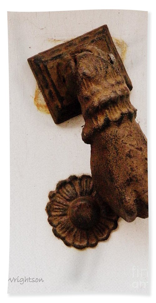 Doorknocker Bath Sheet featuring the photograph Off It's Knocker by Lainie Wrightson