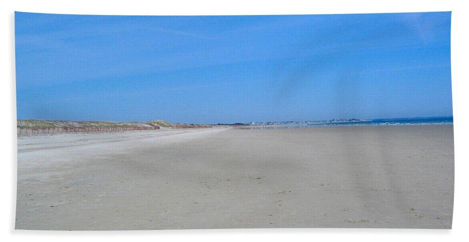 Beach Bath Sheet featuring the photograph Ogunquit Beach by Denise Mazzocco