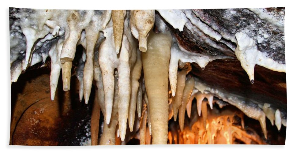 Caverns Bath Sheet featuring the photograph Ohio Caverns by Dan Sproul