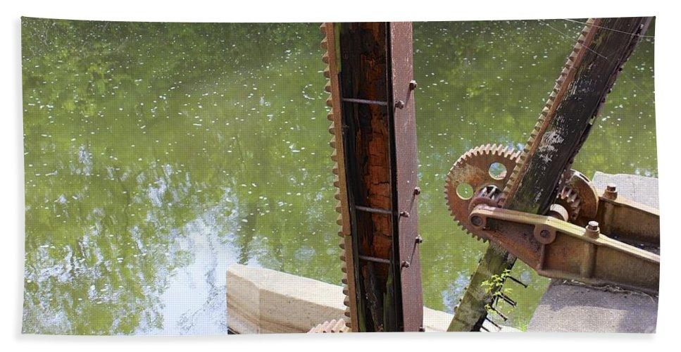 Mark J Dunn Hand Towel featuring the photograph Ohio Erie Canal by Mark J Dunn