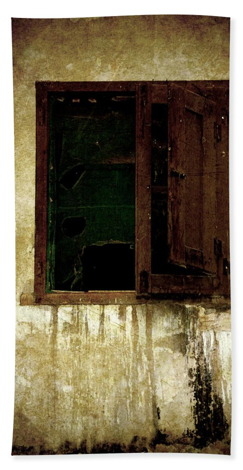 Grunge Hand Towel featuring the photograph Old And Decrepit Window by RicardMN Photography