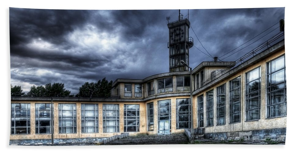 Hdr Hand Towel featuring the photograph Old And Rusty Building by Svetlana Sewell