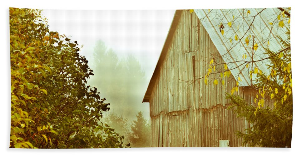 Rustic Hand Towel featuring the photograph Old Barn by Cheryl Baxter