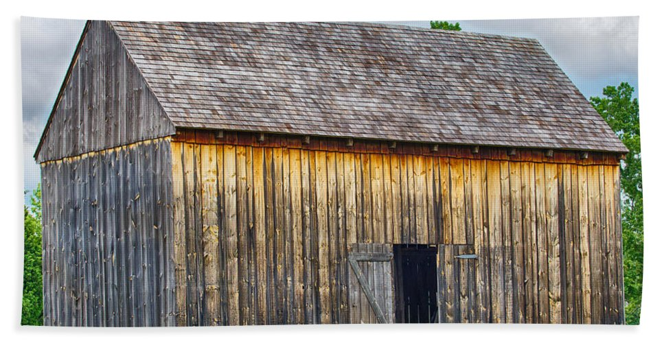 Maryland Bath Sheet featuring the photograph Old Barn by Leah Palmer