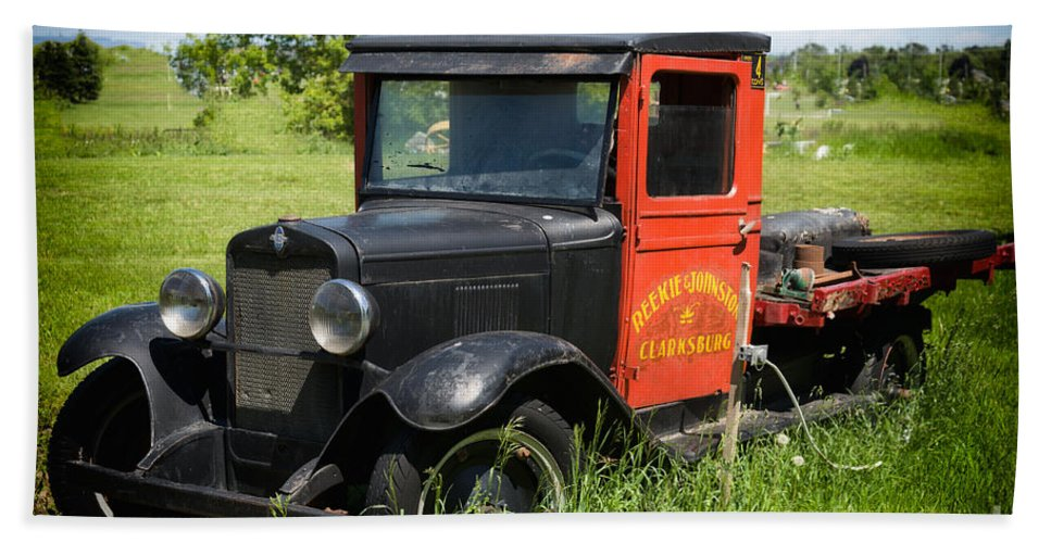 Old Bath Sheet featuring the photograph Old Chevrolet Truck by Les Palenik