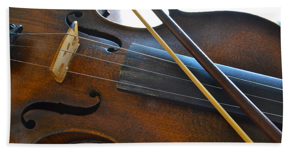 Fiddle Bath Sheet featuring the photograph Old Fiddle And Bow Still Life 2 by Bill Owen