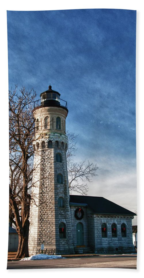 Lighthouse Hand Towel featuring the photograph Old Fort Niagara Lighthouse 4478 by Guy Whiteley