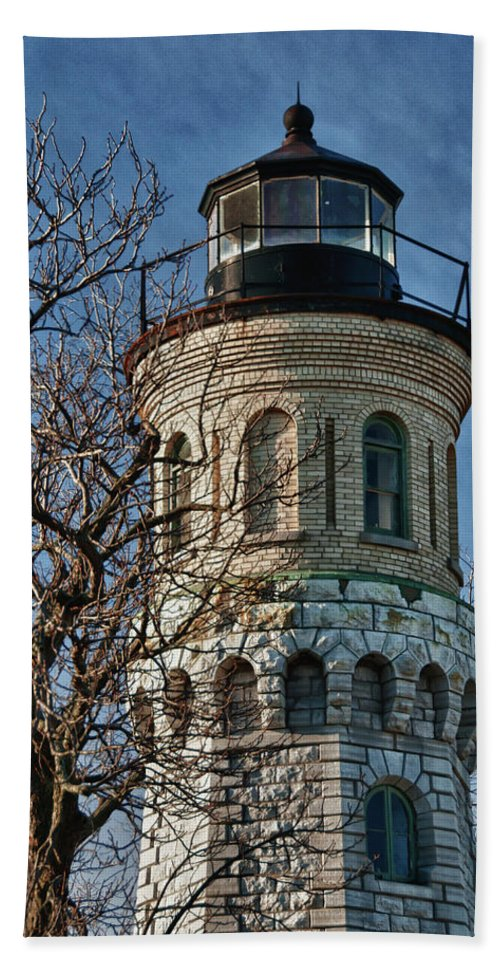 Lighthouse Hand Towel featuring the photograph Old Fort Niagara Lighthouse 4484 by Guy Whiteley