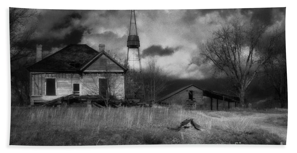 Farms Bath Towel featuring the photograph Old Georgia Farm by Richard Rizzo
