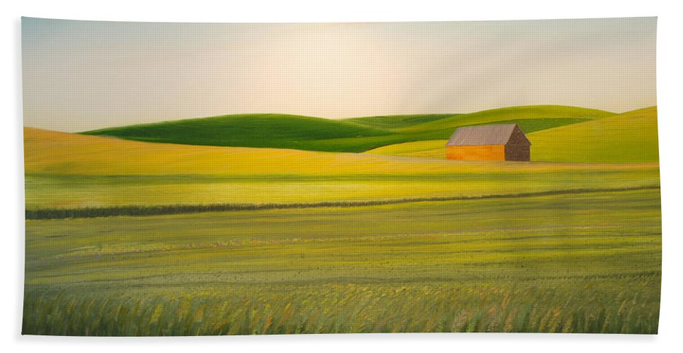 Wheat Bath Sheet featuring the painting Old Highway 95 by Leonard Heid