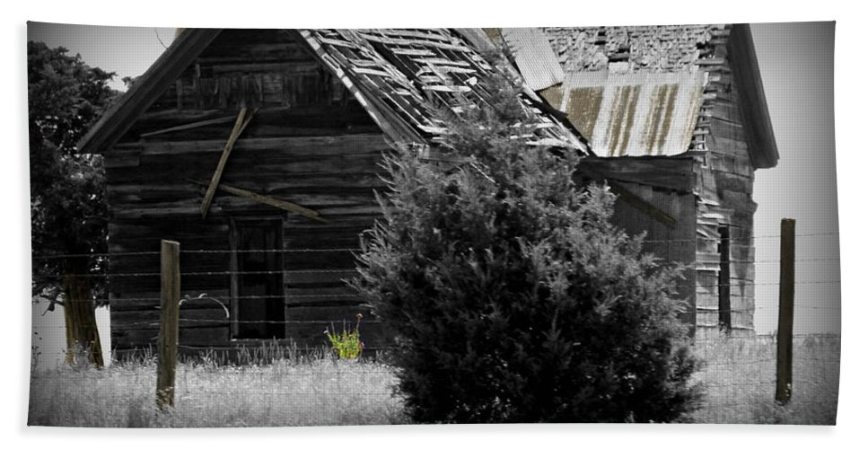 Homestead Bath Sheet featuring the photograph Old Kansas Homestead II by Jeanette C Landstrom