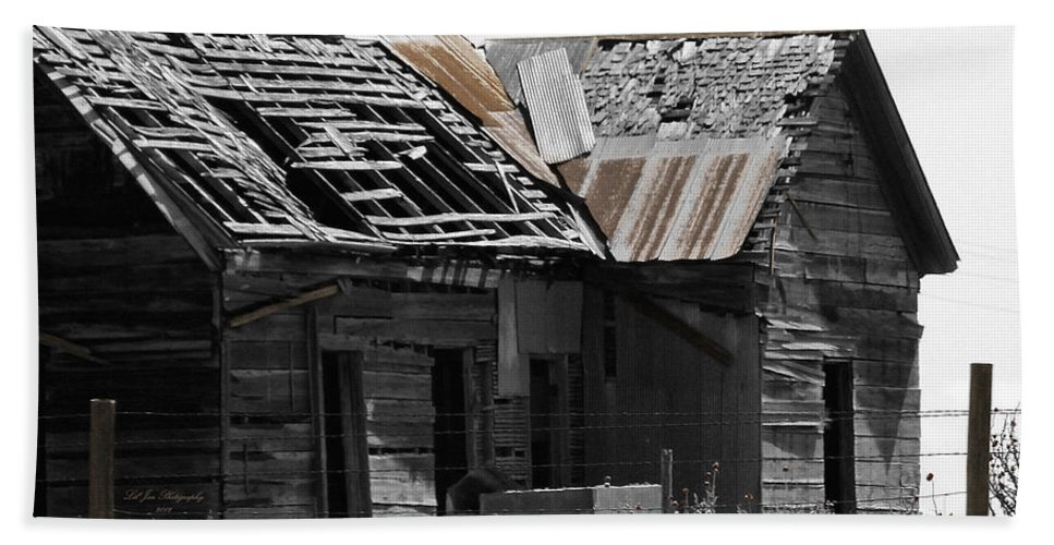 Shack Bath Sheet featuring the photograph Old Kansas Homestead by Jeanette C Landstrom