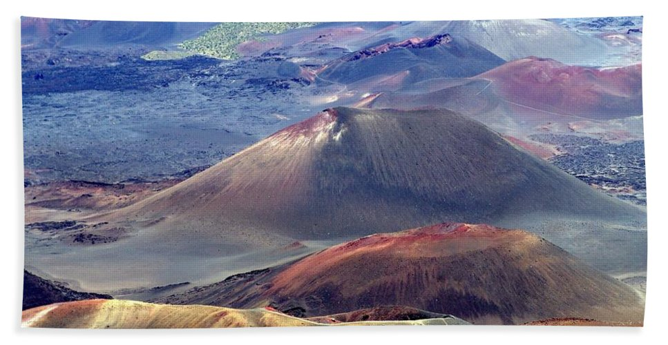 Maui Hand Towel featuring the photograph Old Lava by Eric Swan