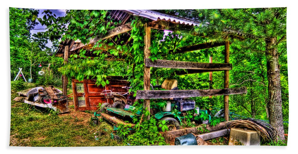 Country Hand Towel featuring the photograph Old Shed by Jonny D