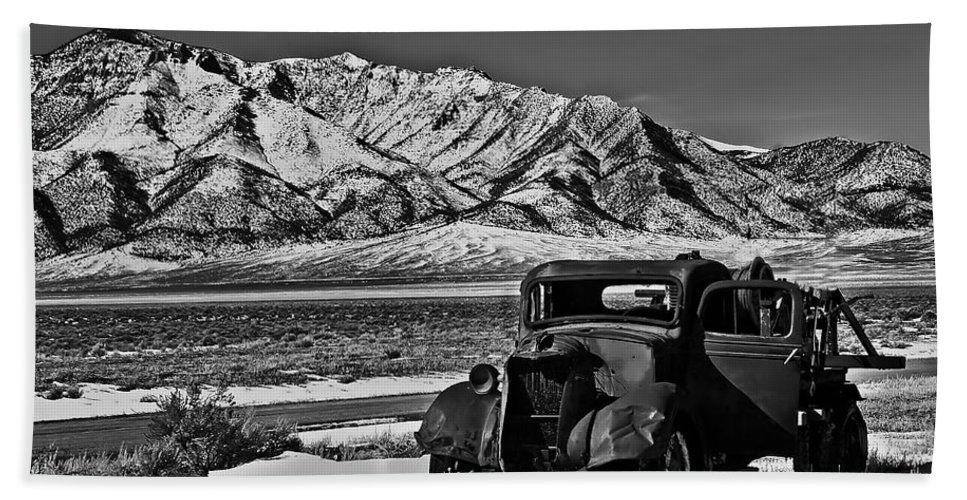 Black And White Bath Sheet featuring the photograph Old Truck by Robert Bales