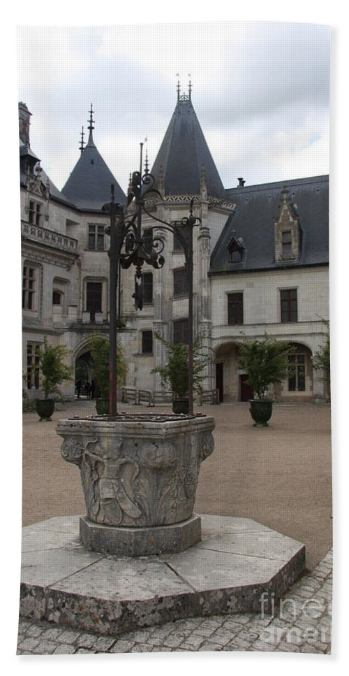 Palace Hand Towel featuring the photograph Old Well And Courtyard Chateau Chaumont by Christiane Schulze Art And Photography