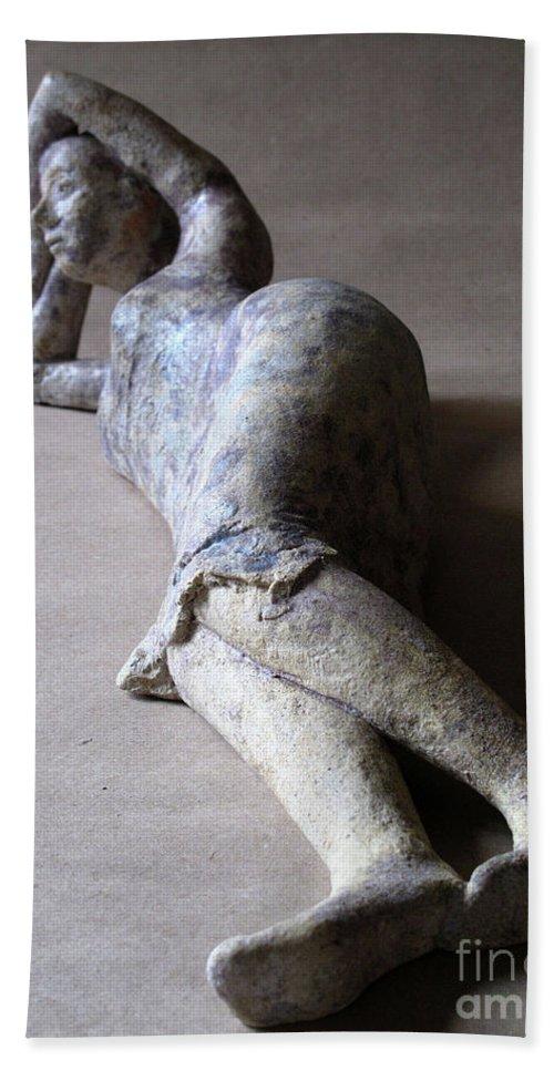 Sculpture Bath Towel featuring the sculpture Olympia by Raimonda Jatkeviciute-Kasparaviciene
