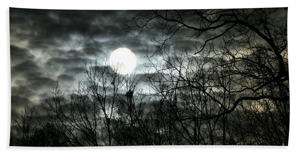 Sunset Hand Towel featuring the photograph Ominous Sun by Neal Eslinger