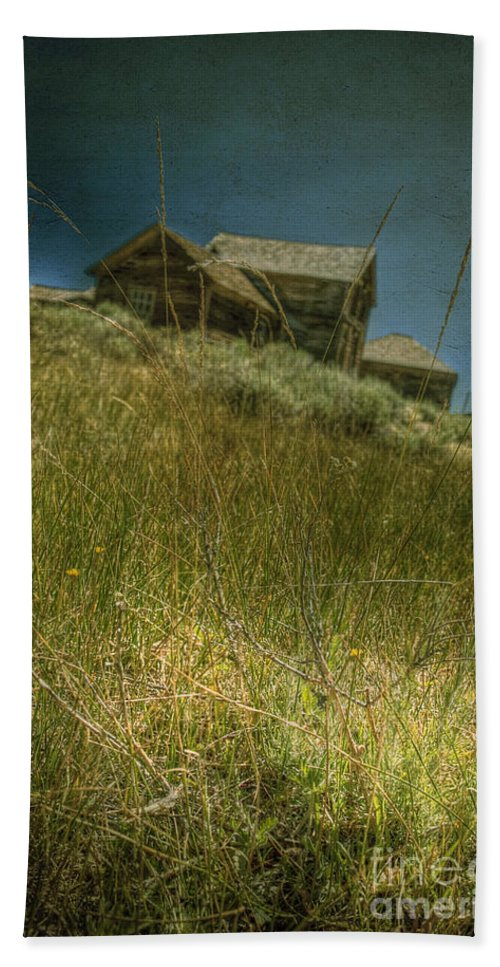 Structure; Wood; Wooden; Country; Countryside; Desert; Deserted; Hill; Worn; Abandoned; Boards; Ruins; Grasses; Hills; House; Home; Dark; Ominous; Buildings; Rural; Vast; Dirt; Window; Sky; Vintage; Antique Hand Towel featuring the photograph On The Top Of Grassy Hill by Margie Hurwich