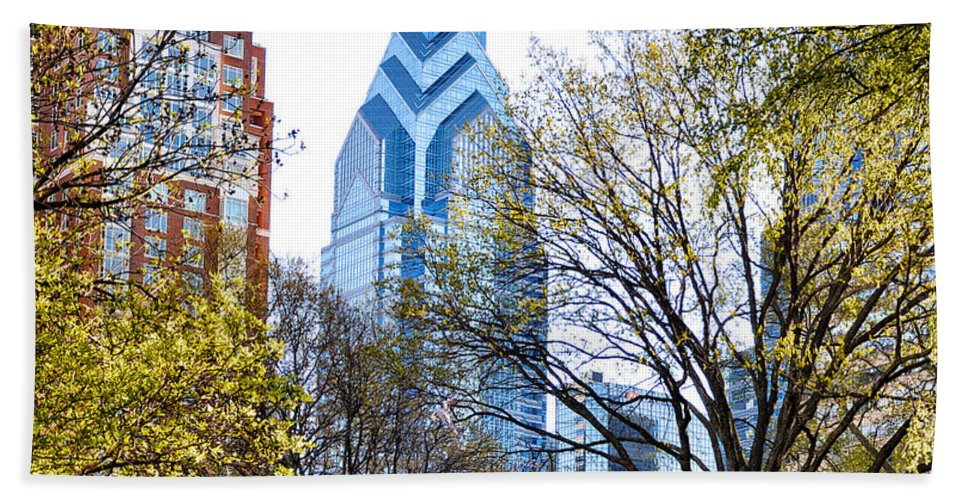 One Hand Towel featuring the photograph One Liberty Place by Bill Cannon