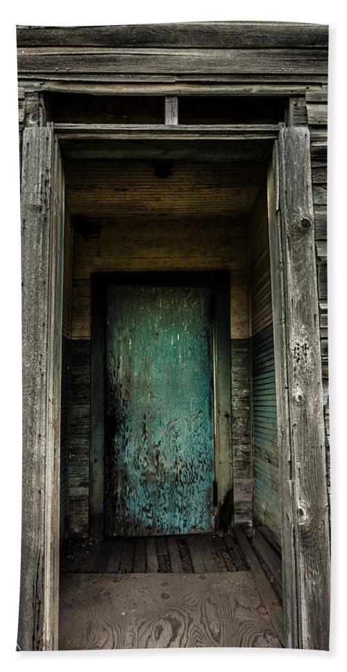 Damascus Pennsylvania Hand Towel featuring the photograph One Room Schoolhouse Door - Damascus - Pennsylvania by David Smith