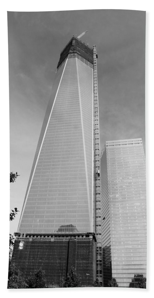 Wtc Hand Towel featuring the photograph One W T C In Black And White by Rob Hans