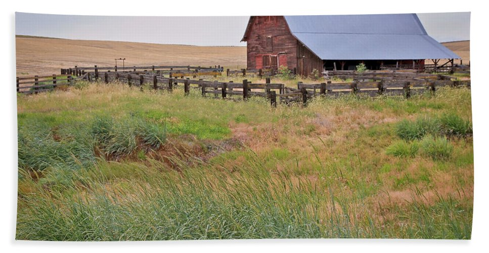 Barn Hand Towel featuring the photograph Open Range by Athena Mckinzie