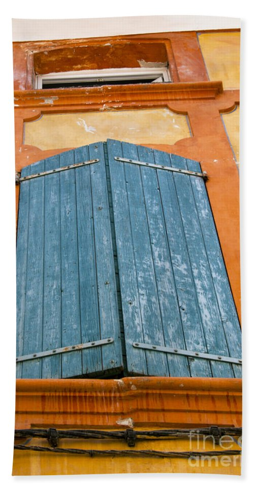 Apt France Window Windows Shutter Shutters City Cities Cityscape Cityscapes Provence Bath Sheet featuring the photograph Orange And Blue by Bob Phillips