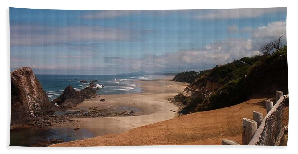 Oregon Hand Towel featuring the photograph Oregon Beach by Charles Robinson