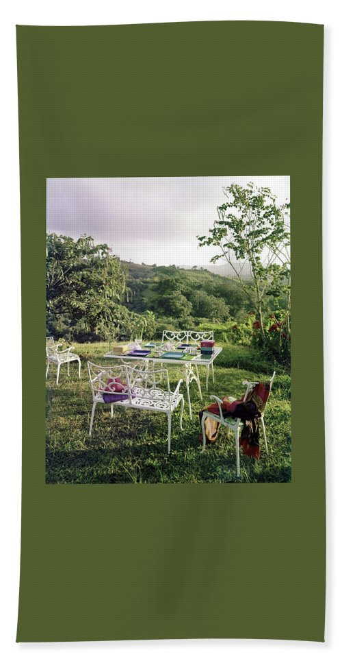Outdoor Living Bath Towel featuring the photograph Outdoor Furniture By Lloyd On Grassy Hillside by Tom Leonard