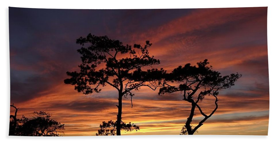 Outer Banks Hand Towel featuring the photograph Outer Banks Sunset by Richard Rosenshein