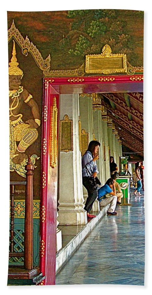 Outer Hall In Thai-khmer Pagoda At Grand Palace Of Thailand In Bangkok Hand Towel featuring the photograph Outer Hall In Thai-khmer Pagoda At Grand Palace Of Thailand by Ruth Hager